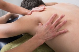 massage-with-acupressure-on-scapula-renu-madison