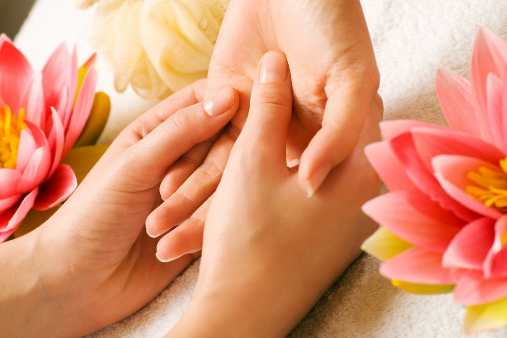 hand-massage-renu-madison