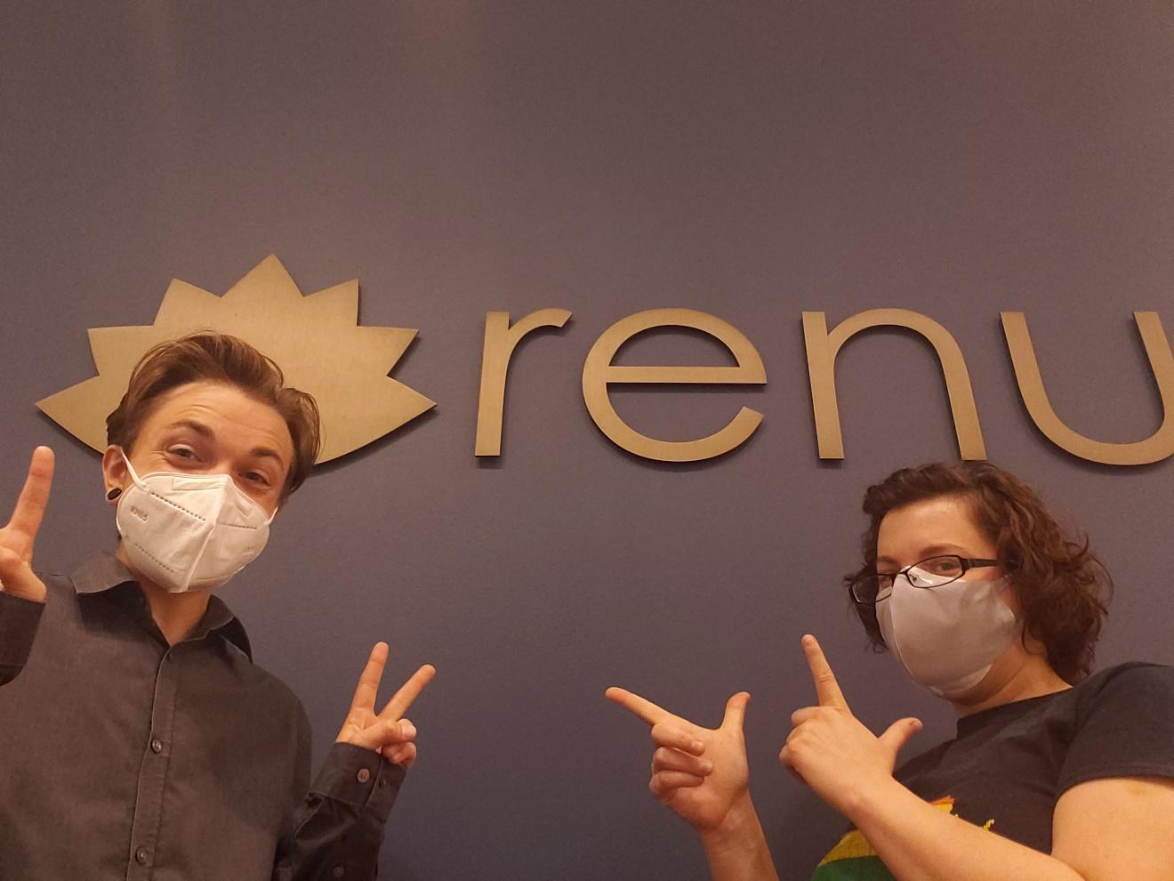Cy-and-Amanda-fun-pic-at-Renu-front-desk-masked